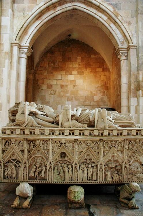 Sarkofag i Alcobaca i Portugal