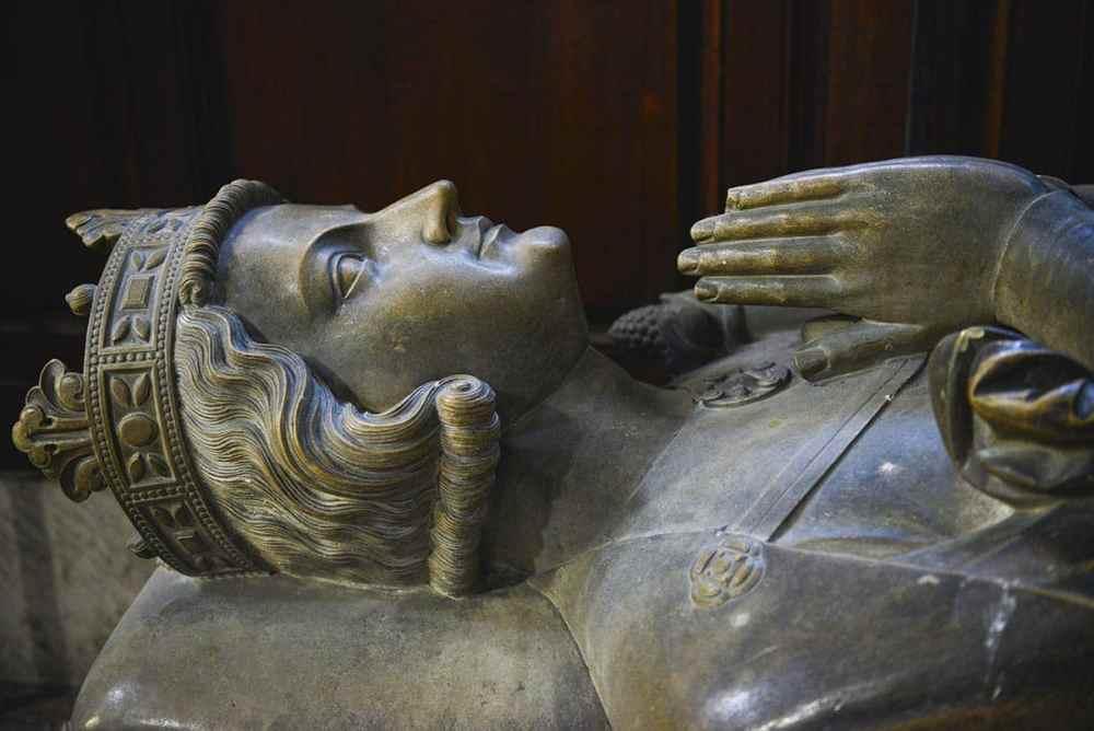 Gange-Rolv i sarkofag i Rouen