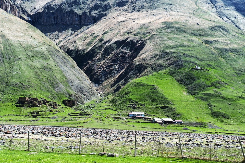 Natur i Truso-dalen i Kaukasus i Georgia