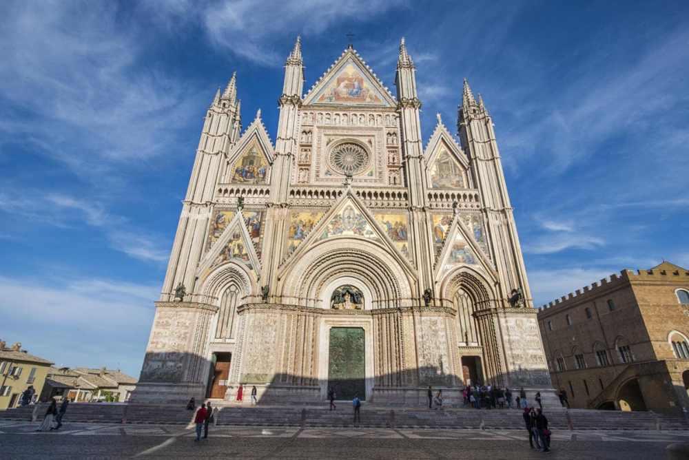 Fasaden på domkirken i Orvieto