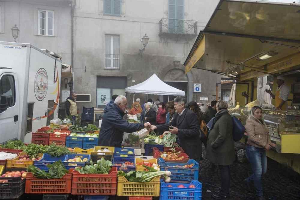 Lørdagsmarked på Piazza del Popolo i Orvieto