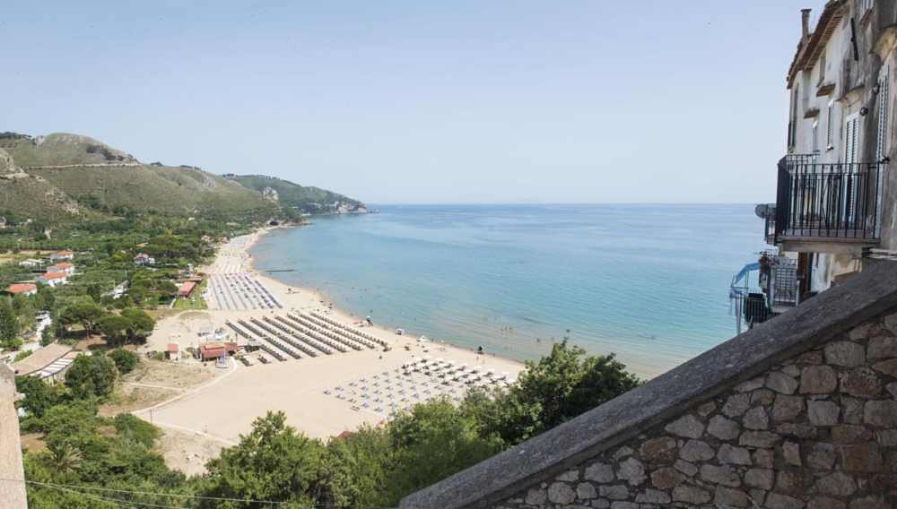 Levante-stranda i den italienske badebyen Sperlonga