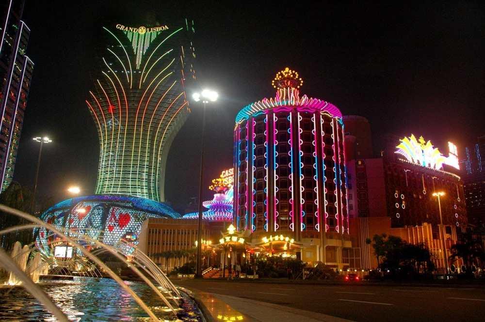 Grand Lisbon-kasinoet i Macao i nattelys.