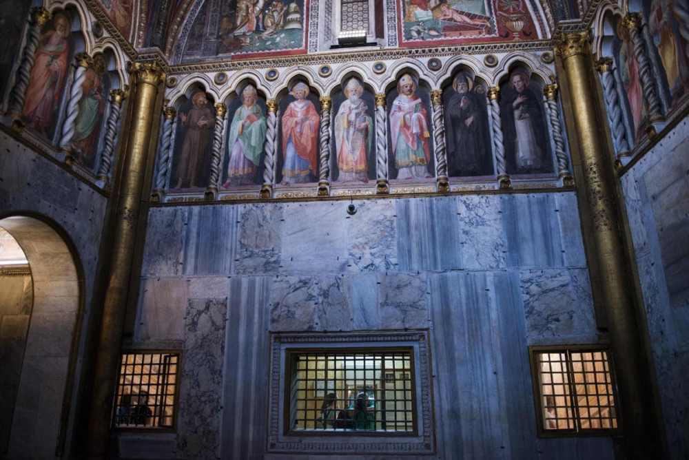 Østveggen av Sancta Sanctorum med de tre vinduene mot Scala Sancta