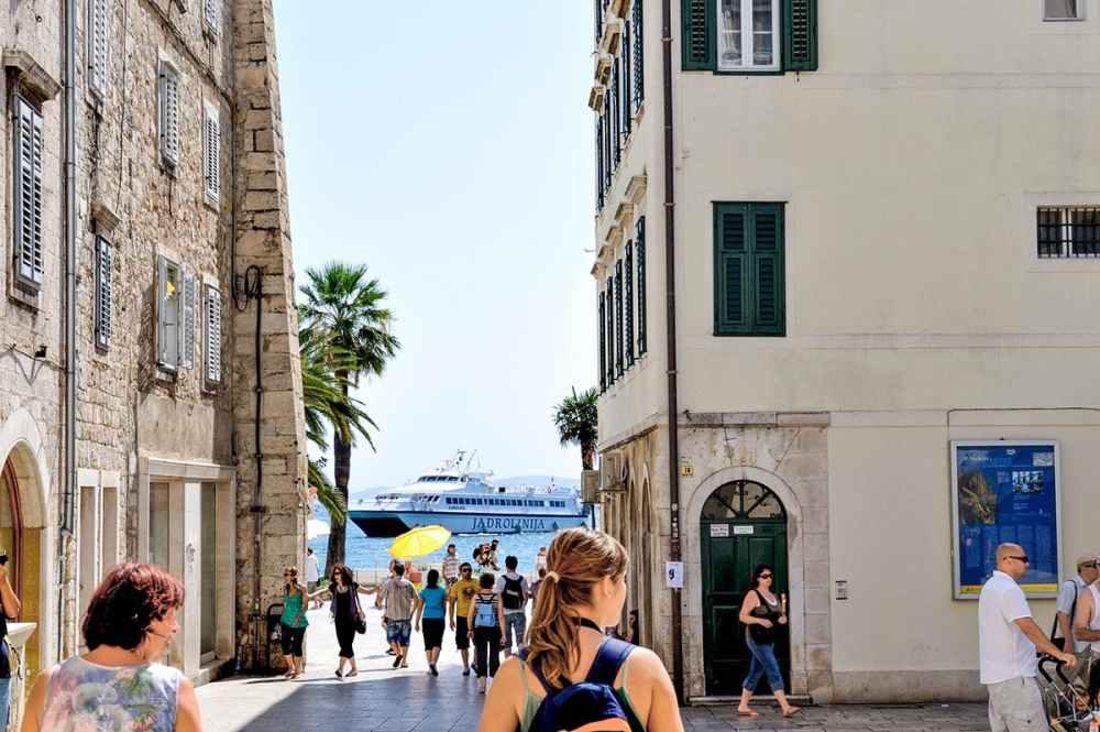 Jadrolinja-ferge på vei inn til Split
