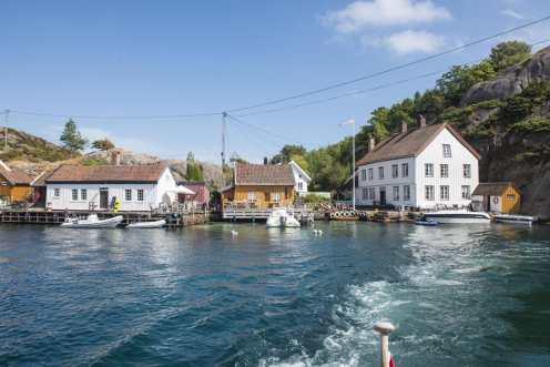 Ny-Hellesund ved innseilingen til Olavsundet