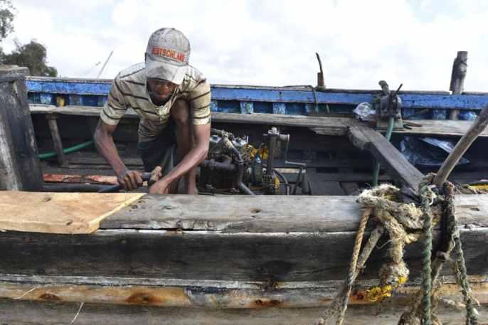 Båtreparatør i Kenya