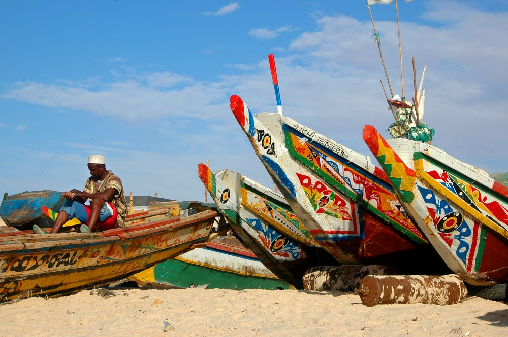 Båter på fiskerstranda i Nouakchott