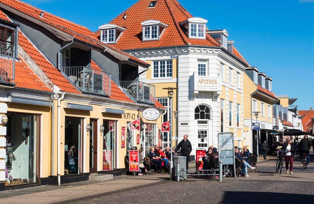 Gule hus i Skagen sentrum