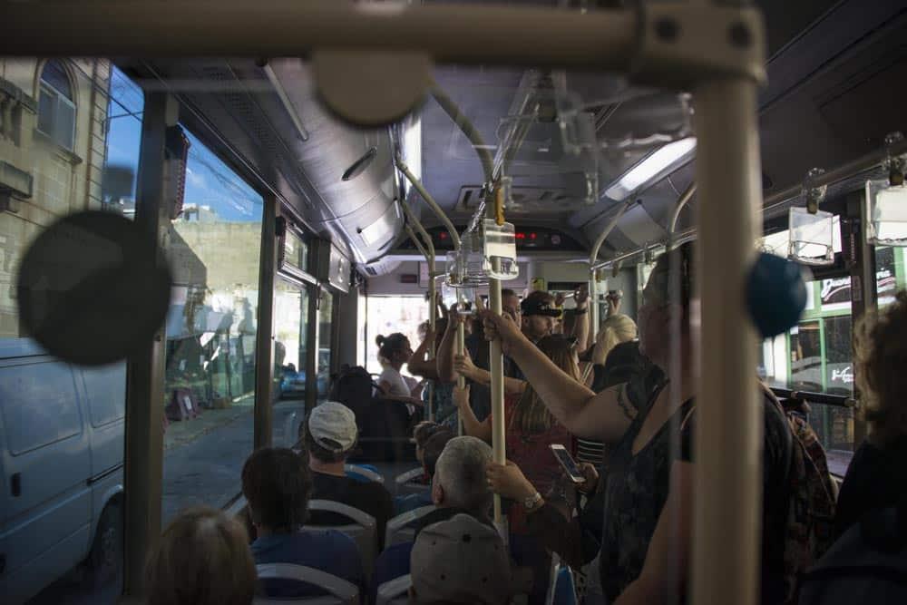 Overfylt buss på Malta