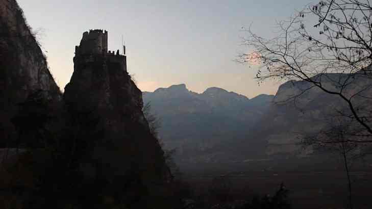 Castel Carnedo i Italia