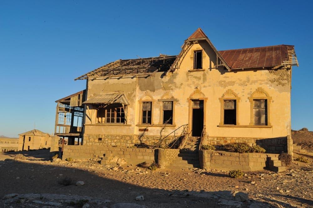 Hus i Kolmanskop i Namibia