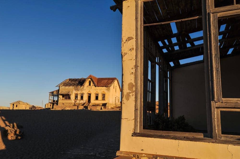 Severdigheten Kolmanskop i Namibia