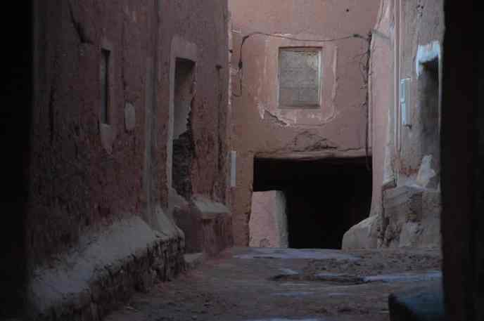 Mørkt smug i Ouarzazate.