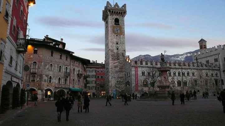 Piazza Duomo i Trento i Italia