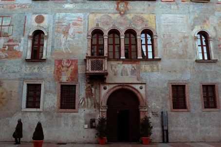 Fasade i Trento i Italia