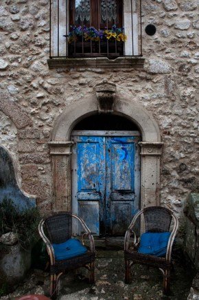 To rustikke stoler i Abruzzo
