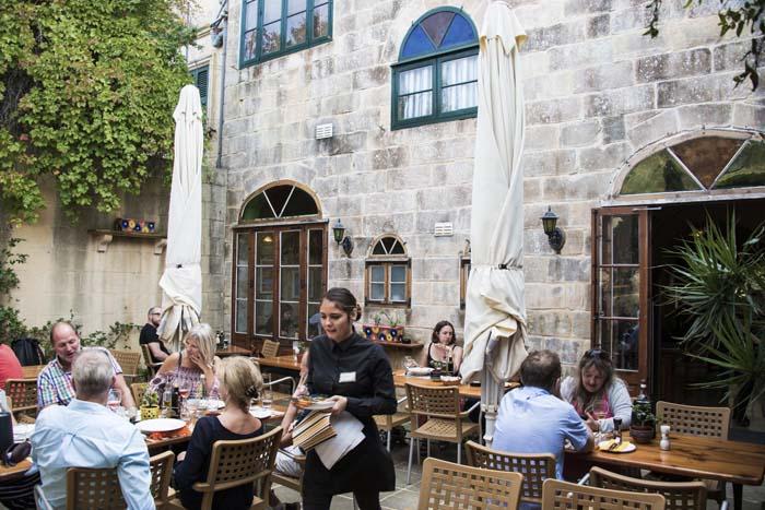 Bakhagen i restauranten Coogi's i Mdina
