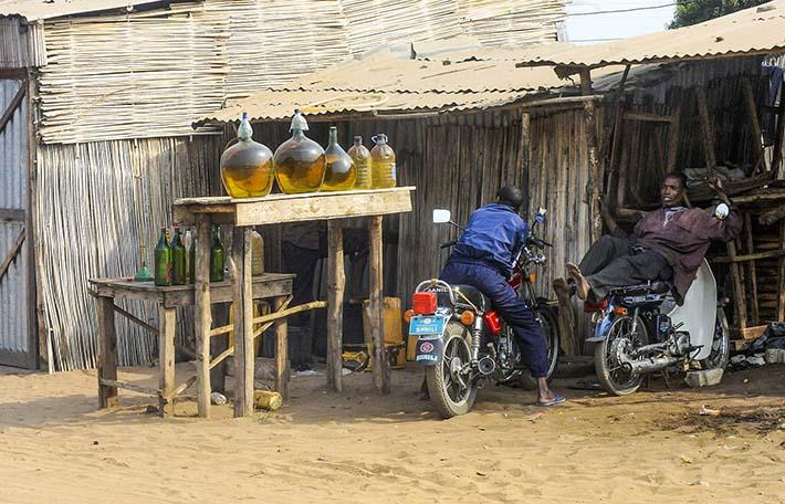 enkel bensinbod i Benin