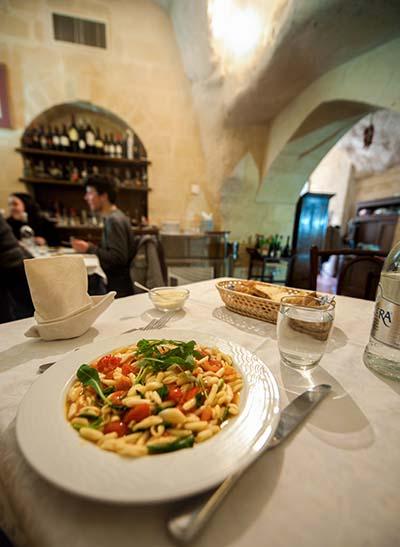 pasta med tomater og spinat