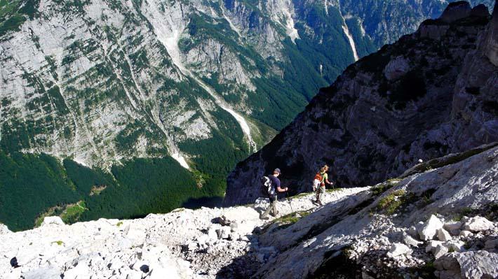 To fjellvandrere på fotturen opp til Triglav