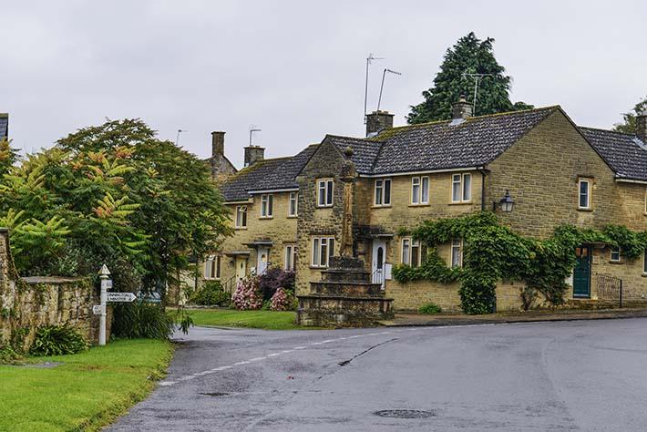 Hemstone-landsbyen Hinton St. George i Somerset