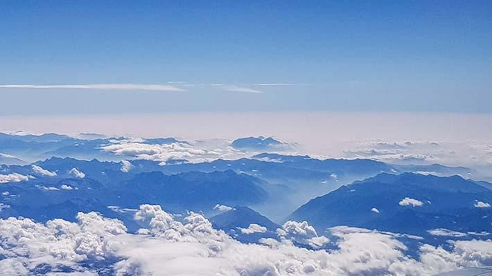 Skyer sett fra et fly