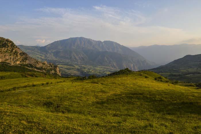ettermiddagssol i de albanske fjellene