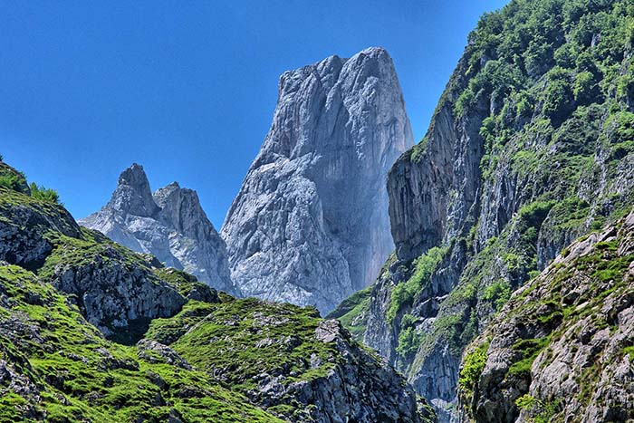 Naranjo de Bulnes i Picos de Europa