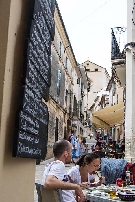Uterestauranten i byen Pollenca på Mallorca