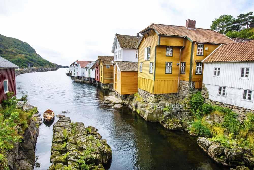 Sjøhusrekka i Sogndalstrand