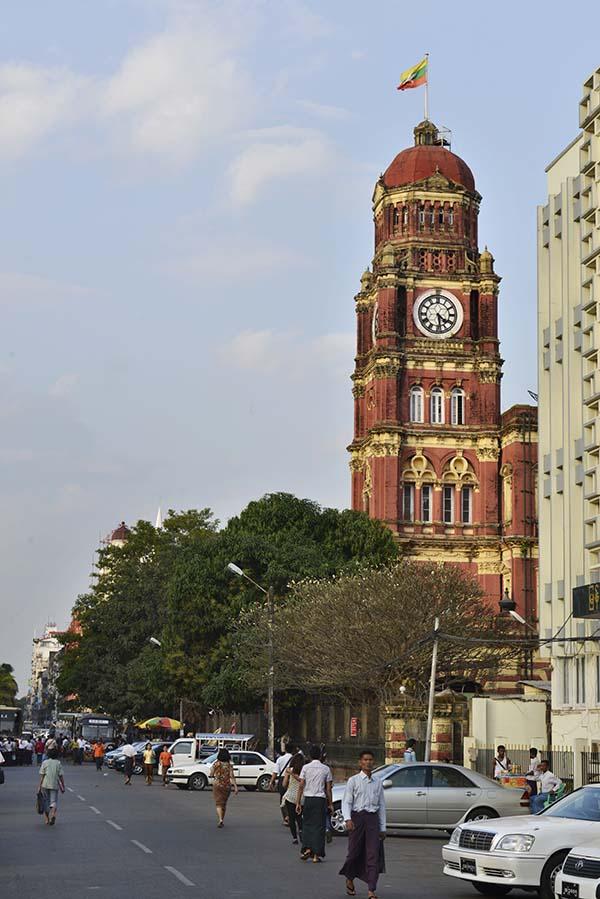 Klokketårnet på kolonibygget High Court Building i Yangon