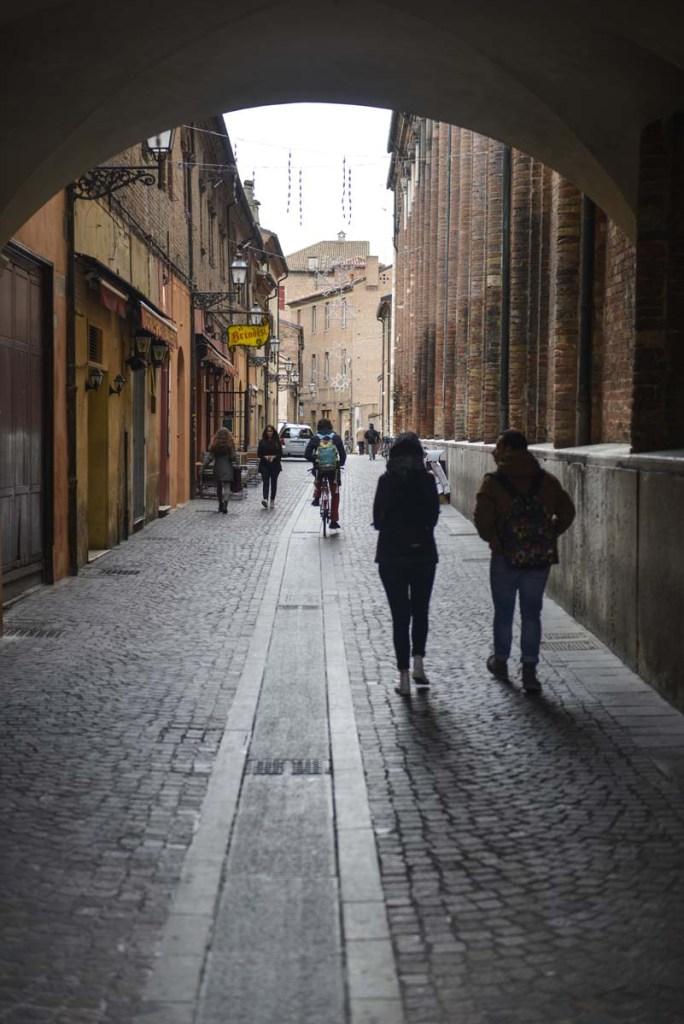 Smug i gamlebyen i Ferrara