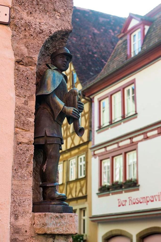Statue på hushjørne