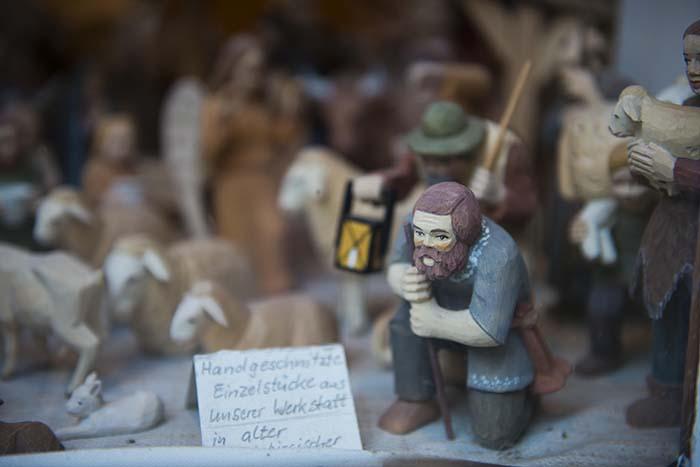 tyske treutskjæringer i suvernirbutikk
