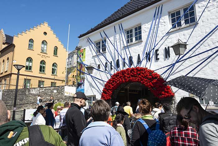 Kø utenfor Fløibanen i Bergen