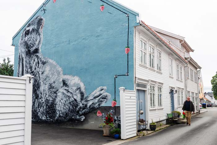 gatekunsten Kaninen av Hama Woods i Fjellgaten 9 i Flekkefjord