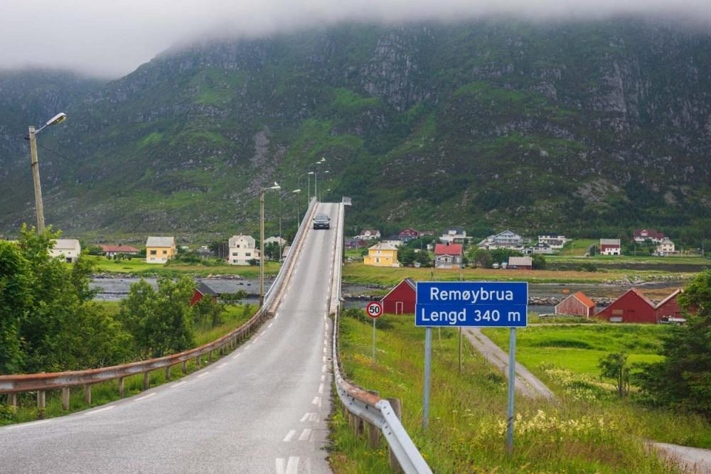 Remøy bru fotografert på bilferie på Sunnmøre