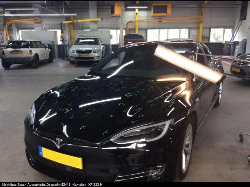 Uitdeuken Tesla Model S