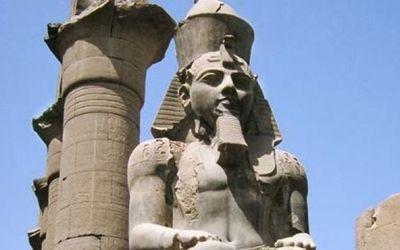 مصر : 14 مليون جنيه تكلفة نقل تمثال الملك رمسيس الثاني