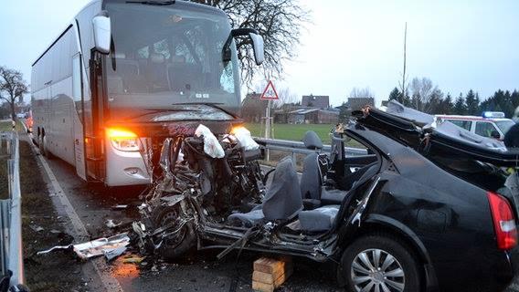 تصادم بين حافلة و سيارة  في المانيا ينتهي بمأساة