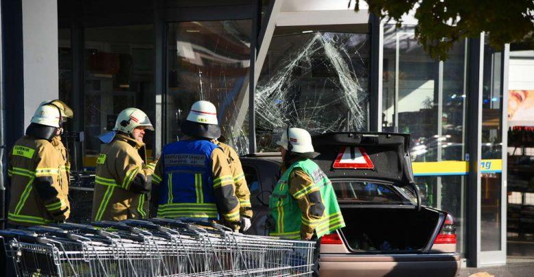 ألمانيا : سيارة تقتحم أحد فروع متجر إيديكا الشهير