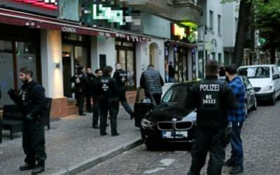 """ألمانيا : حملة للشرطة تنتهي بمصادر كمية من الممنوعات و الأسلحة في """" نيوكولن برلين """""""