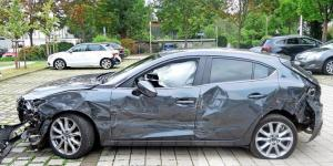 ألمانيا : محاولة سبعينية ركن سيارتها تنتهي بخسائر كبيرة !