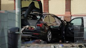 ألمانيا : شاهدة عيان تروي تفاصيل قتل رجل من أصل عربي زوجته بصدمها بسيارة و إجهازه عليها بفأس