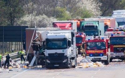 ألمانيا : حادث مروع على طريق سريع يودي بحياة سائق شاحنة