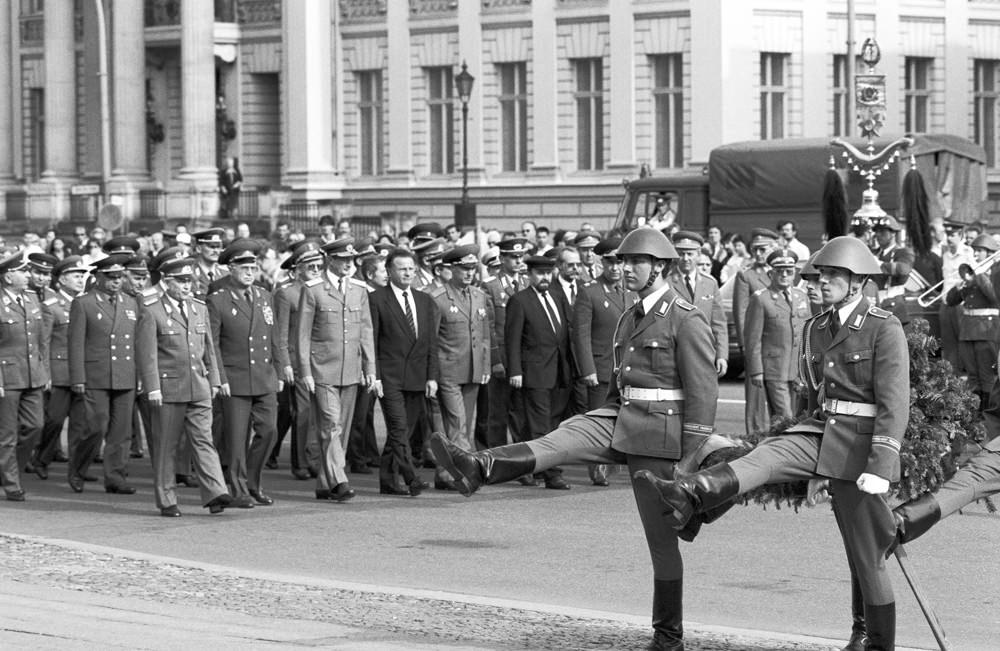 Die DDR verlsst den Warschauer Pakt  Deutsche Einheit 1990