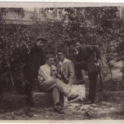 rechts Emanuel Schall jr. im Tiflis Garten