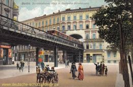 Berlin, Durchbrochenes Haus mit Hochbahn Bülowstraße