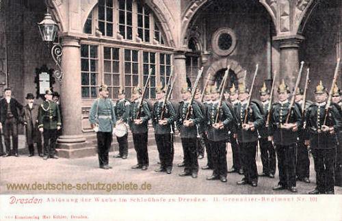 Dresden, Ablösung der Wache im Schlosshofe zu Dresden, II. Grenadierregiment Nr. 101